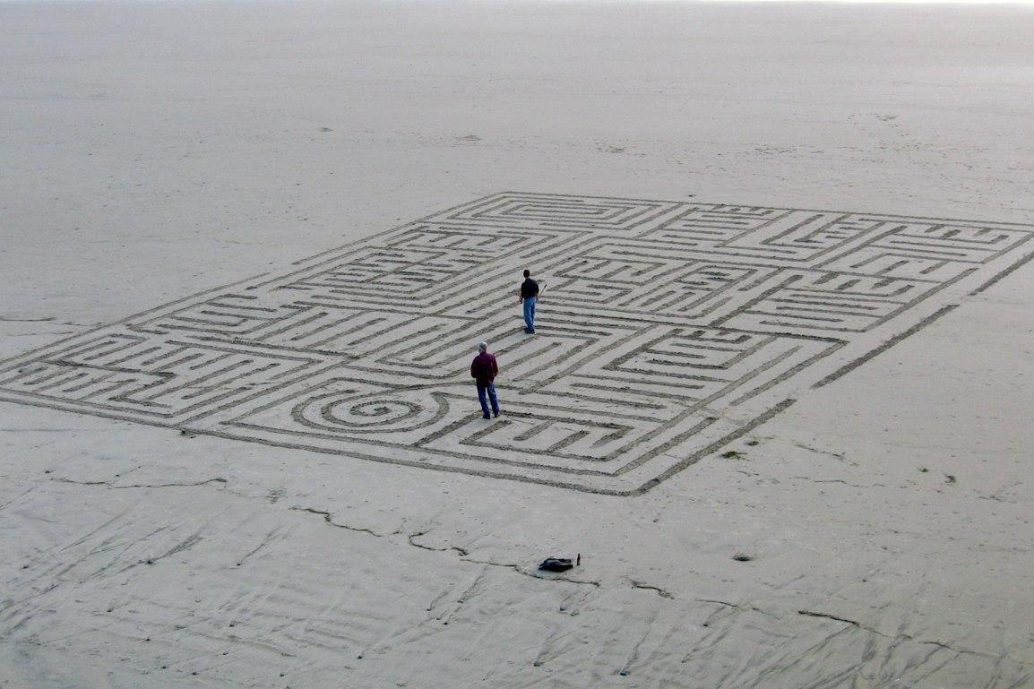 Sand maze