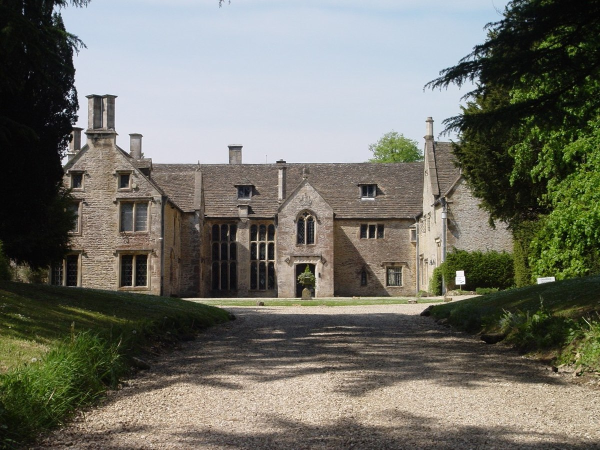 Chavenage_House-geograph-4082530-by-Paul-Best